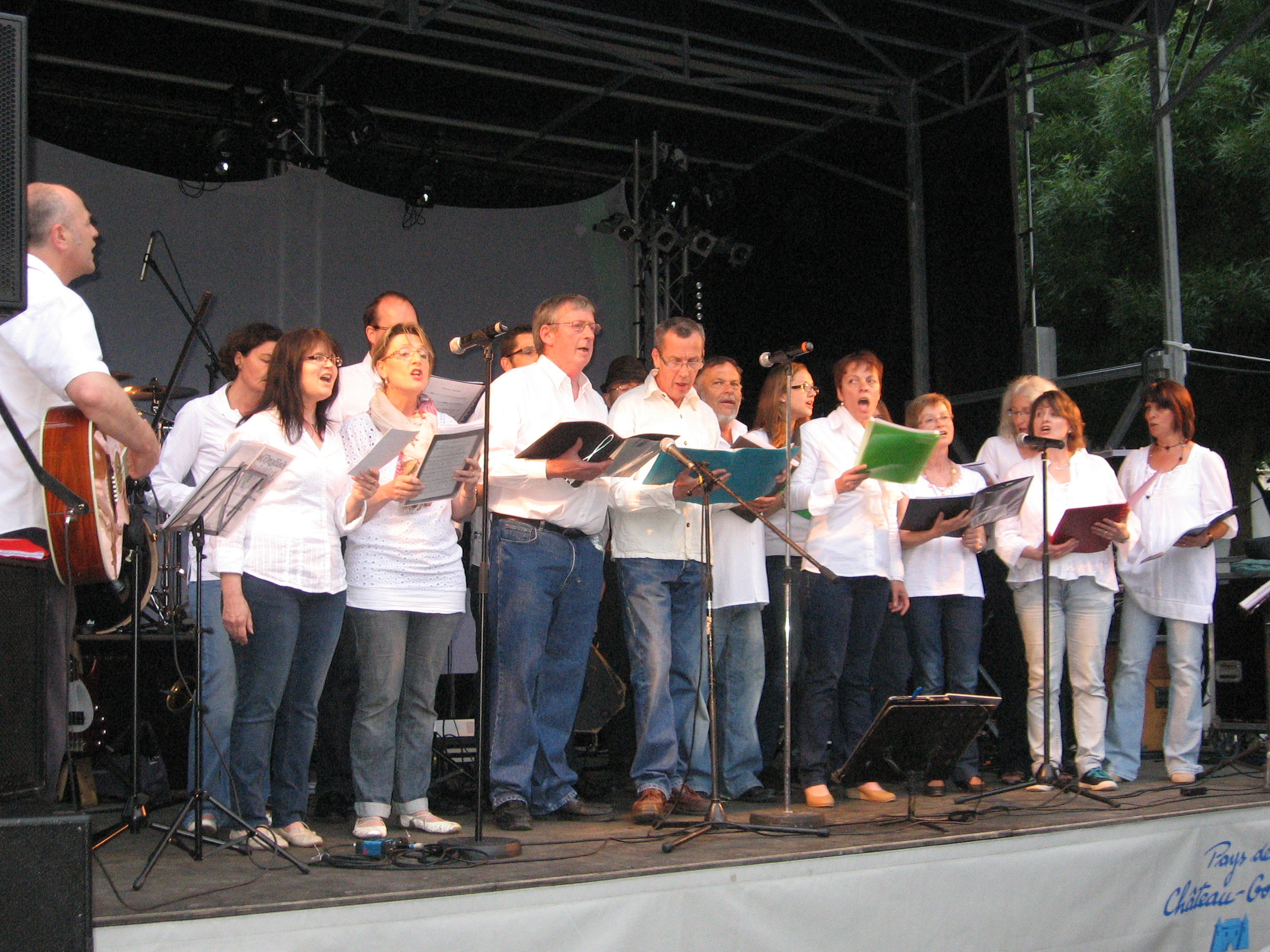 2013-06 (juin) 21 – Fête de la Musique – Château-Gontier  (2)